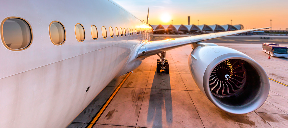 aereo cargo in aeroporto